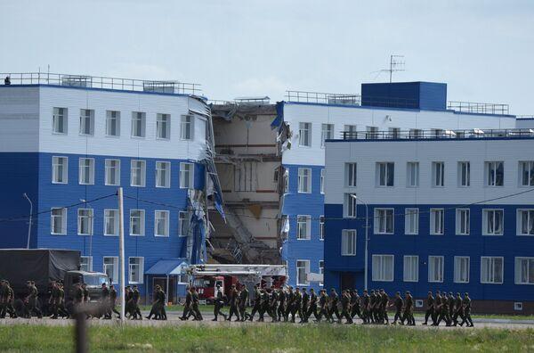 Обрушение здания учебного центра ВДВ в Омской области - Sputnik Таджикистан