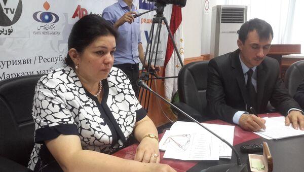 Министр труда и соцзащиты населения Таджикистана Сумангул Тагойзода на пресс-конференции 16 июля 2015 года - Sputnik Таджикистан