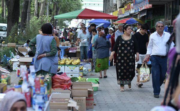 На улице в Душанбе. Архивное фото - Sputnik Таджикистан