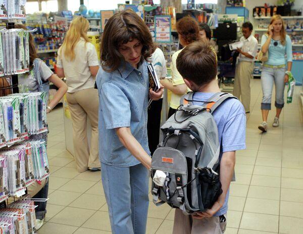 Продажа школьно-письменных принадлежностей к новому учебному году. Архивное фото. - Sputnik Таджикистан