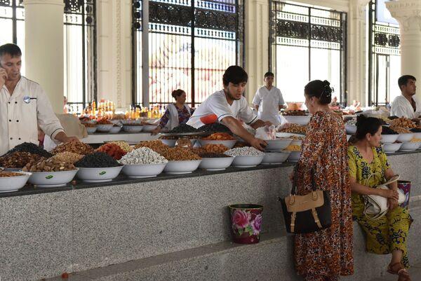 Предпраздничный базар накануне Ид-аль-фитр - Sputnik Таджикистан