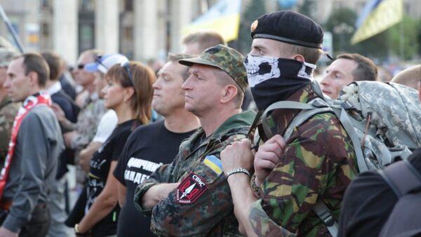 Митинг Правого сектора в Киеве: активисты в камуфляже и черно-красные флаги - Sputnik Таджикистан