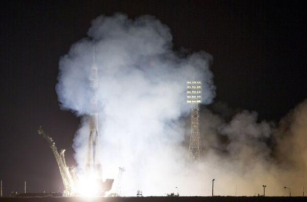 Запуск транспортного пилотируемого корабля Союз ТМА-17М - Sputnik Таджикистан