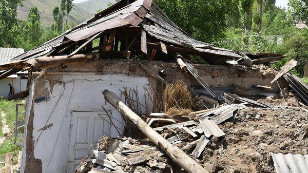 Последствия схода сели в селе Бердак. 23 июля 2015 года - Sputnik Таджикистан