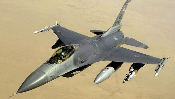 Истребитель F-16. Архивное фото - Sputnik Таджикистан