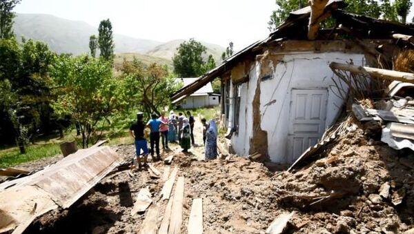 Трагедия в селе Бедак. Кадры последствия стихии - Sputnik Таджикистан