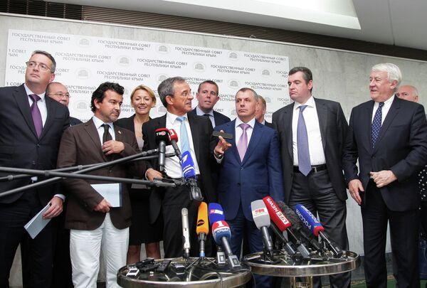Визит французской делегации в Крым - Sputnik Таджикистан