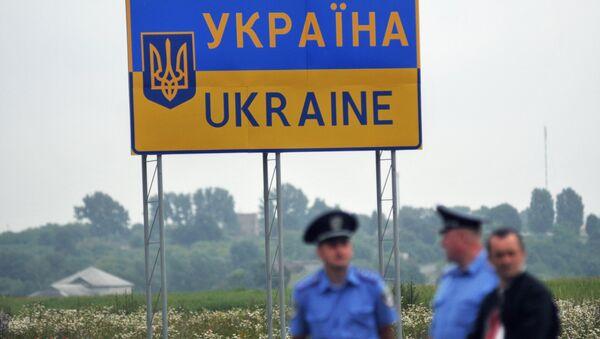 Дорожный знак, обозначающий территорию Украинского государства. Архивное фото - Sputnik Таджикистан