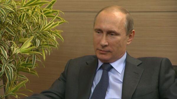 Путин о скандале в ФИФА, знакомстве с Блаттером и имперской политике США - Sputnik Таджикистан
