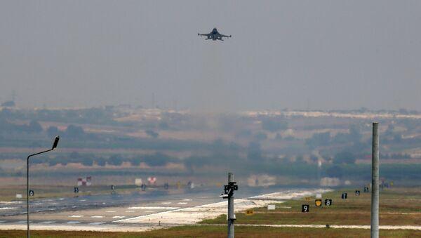 Самолет ВВС Турции. Архивное фото - Sputnik Таджикистан