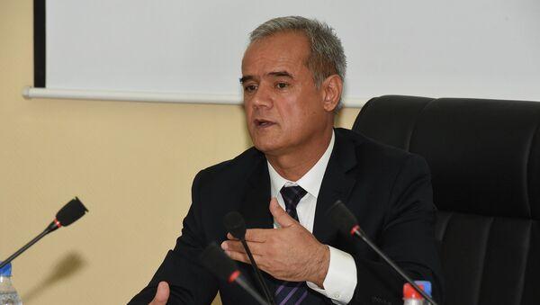 Дилмурод Давлатзода на пресс-конференции Счетной палаты 31 июля 2015 года - Sputnik Таджикистан