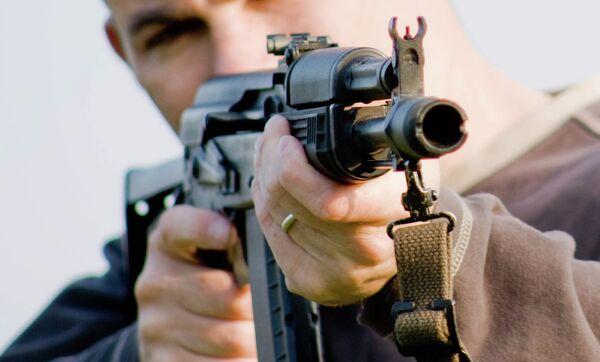 Стрельба из автомата Калашникова. Архивное фото - Sputnik Таджикистан