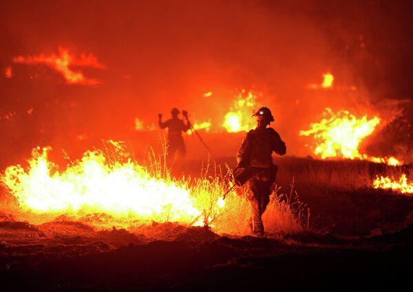 Лесные пожары в Калифорнии - Sputnik Таджикистан