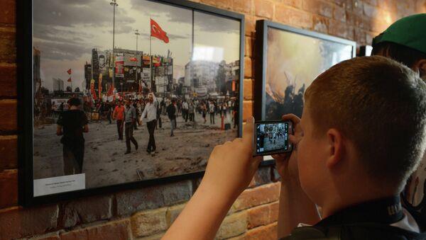 Открытие выставки фотокорреспондента МИА Россия сегодня Андрея Стенина - Sputnik Таджикистан