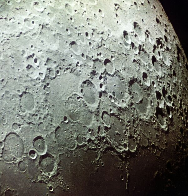 Снимок поверхности Луны - Sputnik Таджикистан