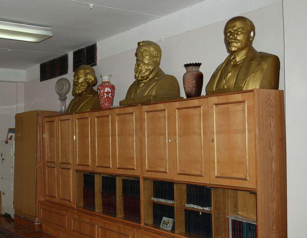 В офисе Коммунистической партии Таджикистана. Архивное фото - Sputnik Таджикистан