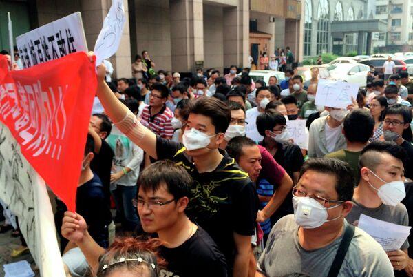 Акция протеста с требованием возместить убытки в Тяньцзине. - Sputnik Таджикистан