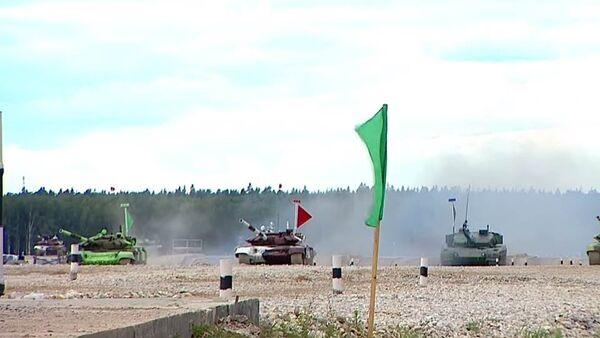 Танковый биатлон на Алабино завершился победой России - Sputnik Таджикистан