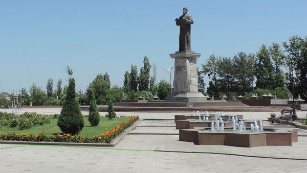 Фонтан возле памятника Рудаки в Худжанде. Архивное фото - Sputnik Тоҷикистон
