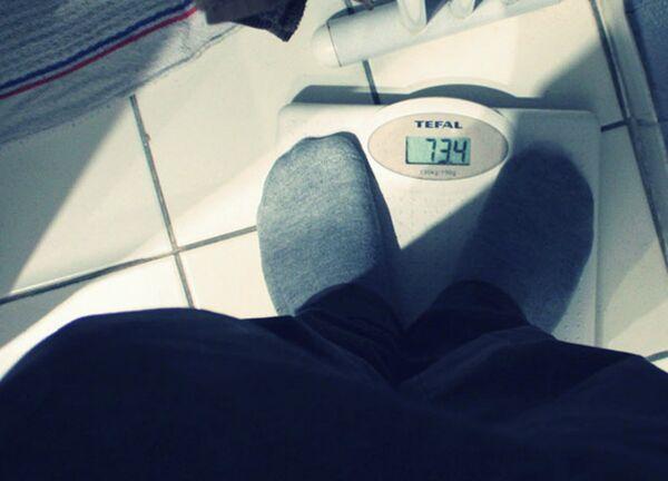 Напольные весы. Архивное фото - Sputnik Таджикистан