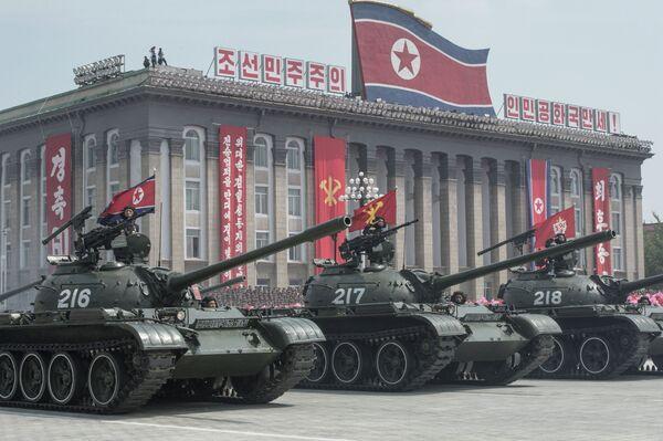 Военная техника во время парада, посвященного 60-летию окончания Корейской войны, в Пхеньяне. Архивное фото - Sputnik Таджикистан
