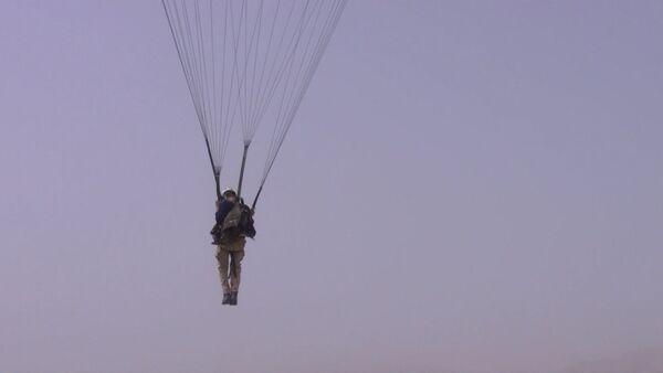 Прыжки с парашютом: экстрим-развлечение таджикской молодежи - Sputnik Таджикистан
