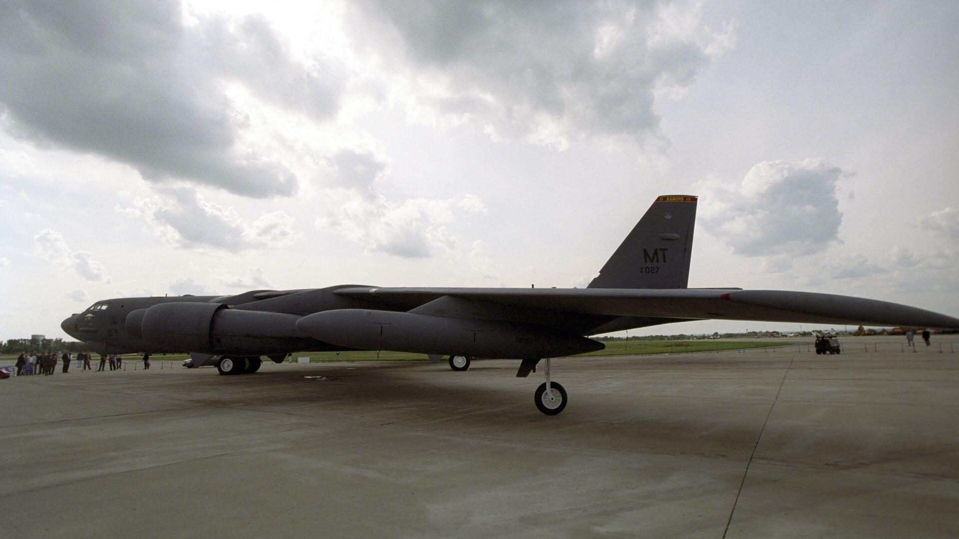 Стратегический американский бомбардировщик B-52. Архивное фото - Sputnik Тоҷикистон, 1920, 12.09.2021