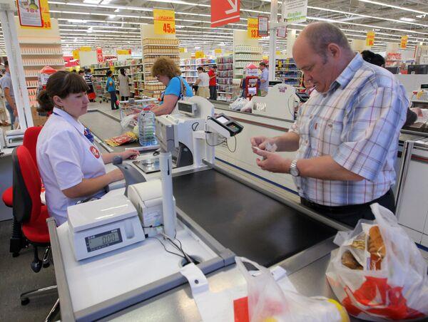 Посетители гипермаркета Ашан в России. Архивное фото - Sputnik Таджикистан
