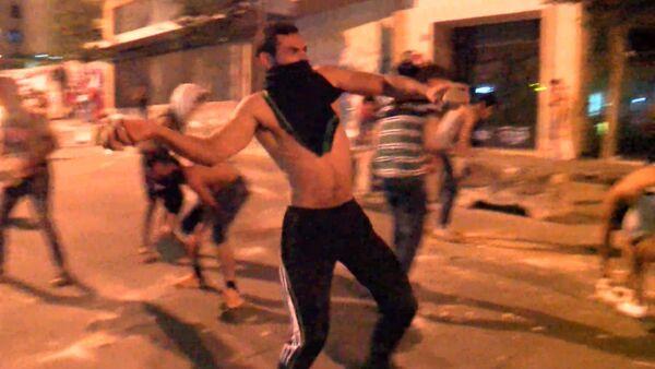 Мусорный митинг в Бейруте: протестующие закидали камнями полицейских - Sputnik Тоҷикистон