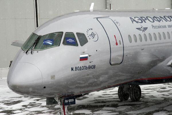 Самолет Суперджет-100 - Sputnik Таджикистан
