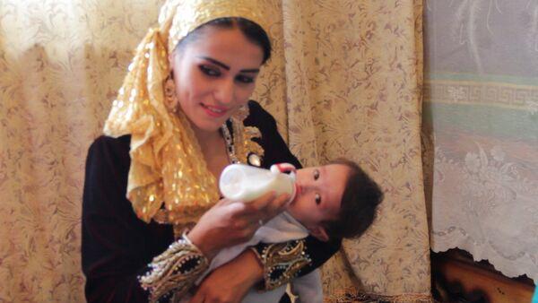 Собранные на учебу деньги девушка цветовод хочет потратить на свадьбу - Sputnik Таджикистан