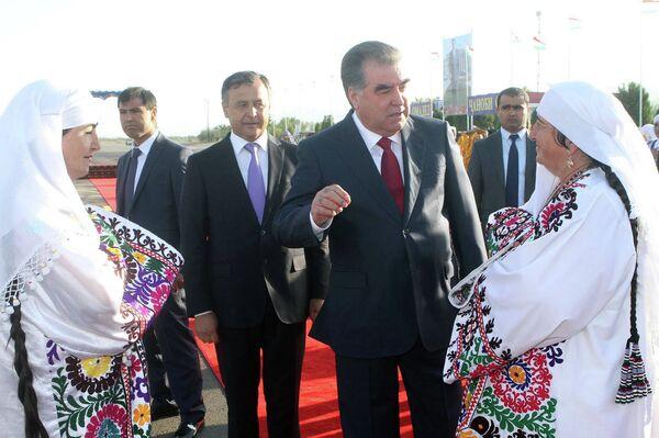 Президент страны Эмомали Рахмон в понедельник утром прибыл с рабочим визитом в Куляб - Sputnik Тоҷикистон