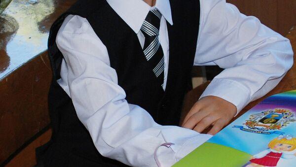 Ребенок в школьной форме. Архивное фото - Sputnik Таджикистан