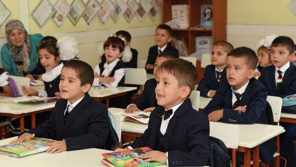 Мактаббачагони мактаби рақами 16-и шаҳри Душанбе - Sputnik Тоҷикистон