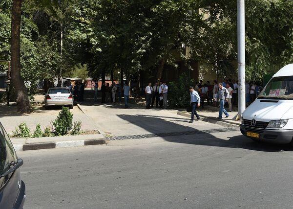 Место, где в ночь с 3 на 4 сентября были убиты два бойца ОМОН и инспектор ГАИ - Sputnik Таджикистан