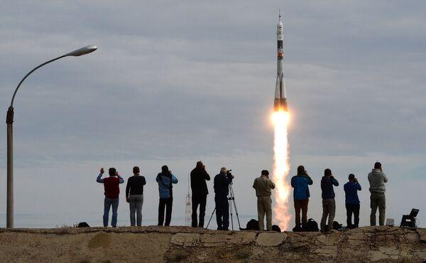 Старт космического корабля Союз ТМА-18М с экипажем 45/46-й длительной экспедиции на МКС с космодрома Байконур. - Sputnik Таджикистан