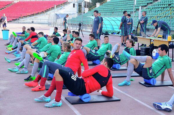 Тренировка сборной Австралии по футболу в Душанбе. 6.09.2015 - Sputnik Таджикистан