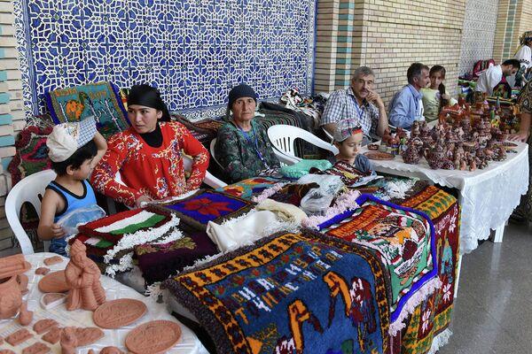 Ремесленная ярмарка в Душанбе. Архивное фото - Sputnik Таджикистан
