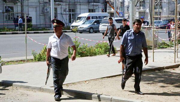 Милиционеры на улицах Душанбе. Архивное фото - Sputnik Таджикистан