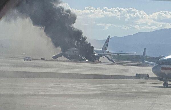 Пожар в самолете в аэропорту Лас Вегаса. - Sputnik Таджикистан