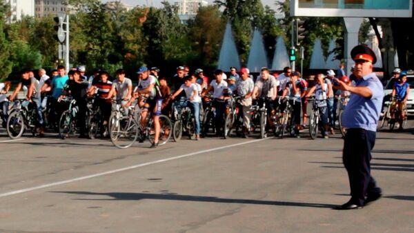 Заезд Независимости: столичные велосипедисты отметили 9 сентября - Sputnik Таджикистан