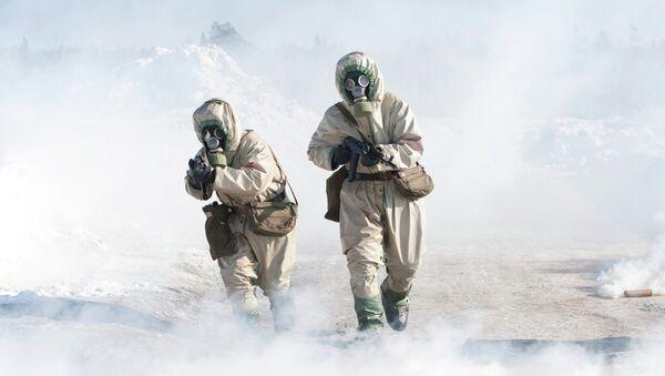 Учения войск, направленные против химического оружия. Архивное фото. - Sputnik Таджикистан
