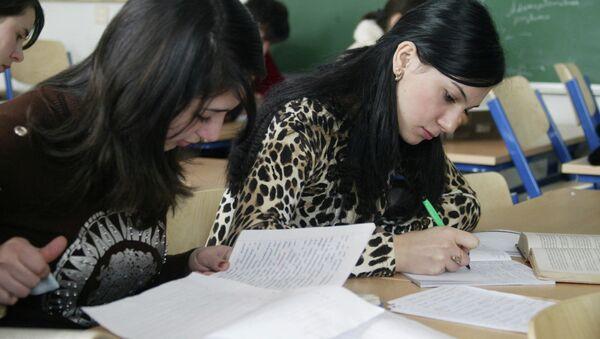 Студентки во время учебы. Архивное фото - Sputnik Таджикистан