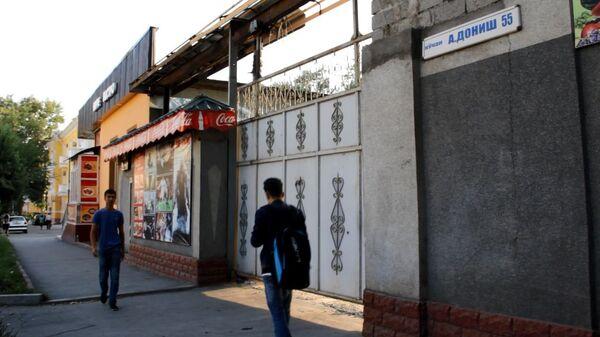 Ворота хлебзавода, который, по данным МВД, принадлежал Назарзода - Sputnik Таджикистан
