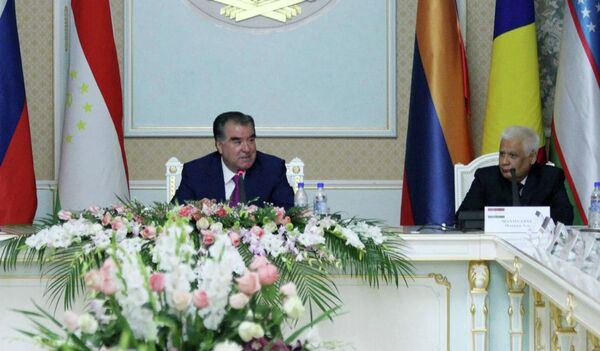 Эмомали Рахмон на заседании по случаю 20-летия Конституционного суда РТ 17 сентября 2015 года - Sputnik Таджикистан