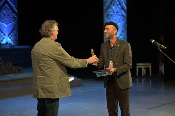 Вручение награды Сафару Хакдодову - Sputnik Таджикистан