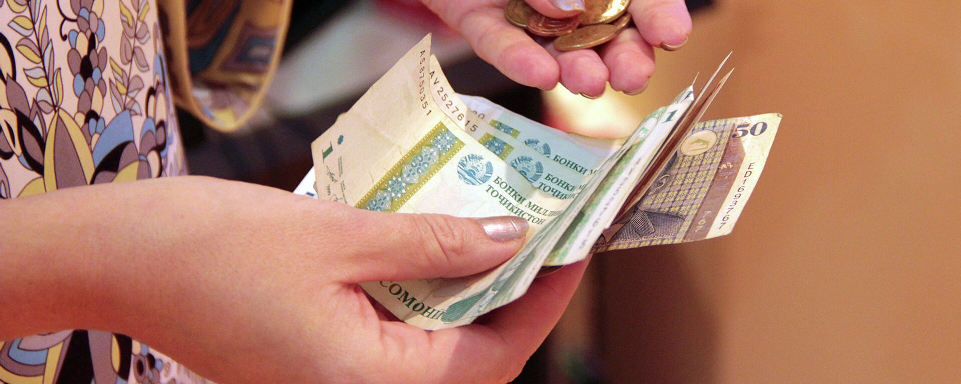 Подсчет денег, архивное фото - Sputnik Тоҷикистон, 1920, 04.01.2021