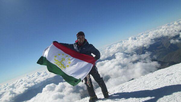 Фарход Муминов на вершине Казбек - Sputnik Таджикистан