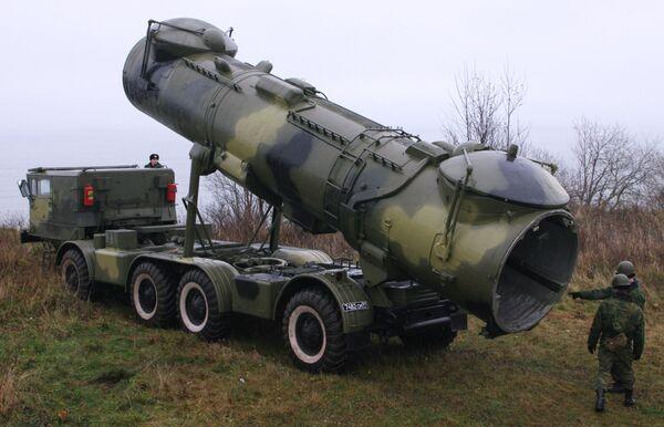 Расчет противокорабельного мобильного ракетного комплекса Редут. Архивное фото - Sputnik Таджикистан
