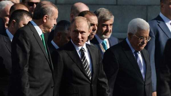 Президент РФ В.Путин принимает участие в церемонии открытия реконструированной Московской соборной мечети - Sputnik Таджикистан